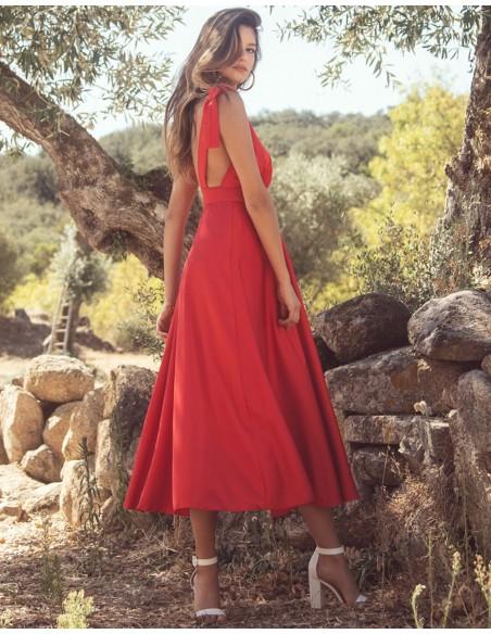 Vestido de fiesta midi con escote v rojo para INVITADISIMA.
