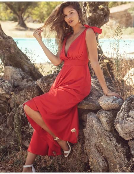 Vestido de fiesta midi con escote v rojo Mauî Official - 3