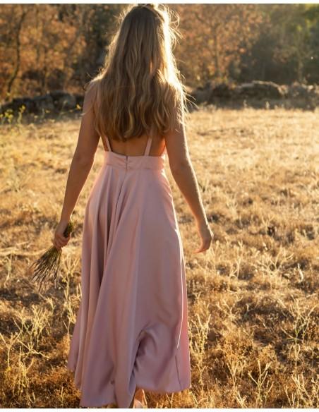 Vestido midi con con escote lazo rosa empolvado para INVITADISIMA.