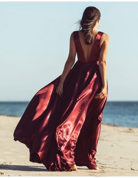 Vestido largo de fiesta con escote V burdeos Mauî Official - 2