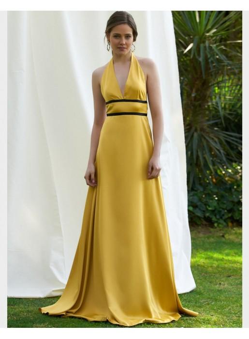 Vestido de fiesta largo de raso en color amarillo con detalle de dos cintas negras de Alenia para INVITADAS PERFECTAS