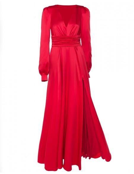 Vestido de fiesta largo de raso con manga larga y escote en V en color rojo de Alenia.