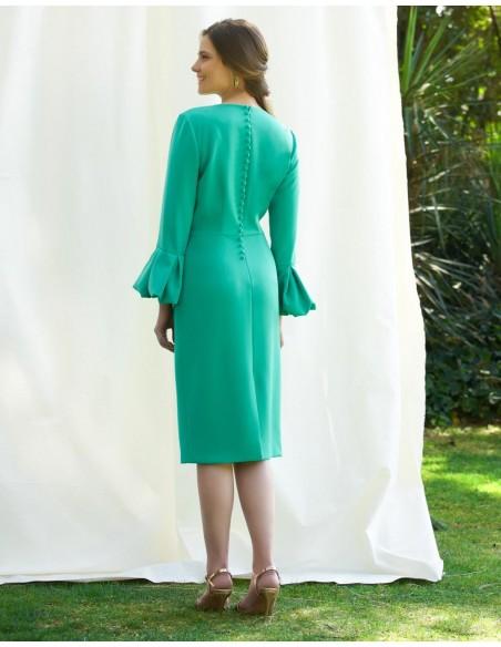 Vestido de fiesta de corte midi con falada recta y manga francesa abullonada de Alenia para invitadas perfectas