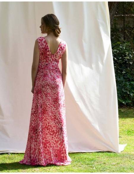 Vestido de fiesta largo con estampado de pinceladas en tonos rosas y escote en V de Alenia para INVITADISIMA
