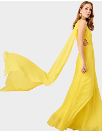 Vestido de fiesta largo amarillo con escote asimétrico para invitadas a bodas y eventos