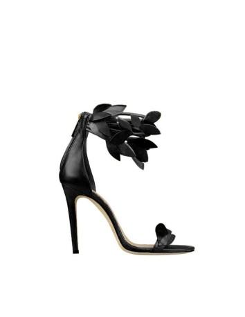 sandalia negra hojas