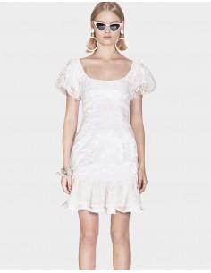 vestido corto blanco con encaje para invitadas