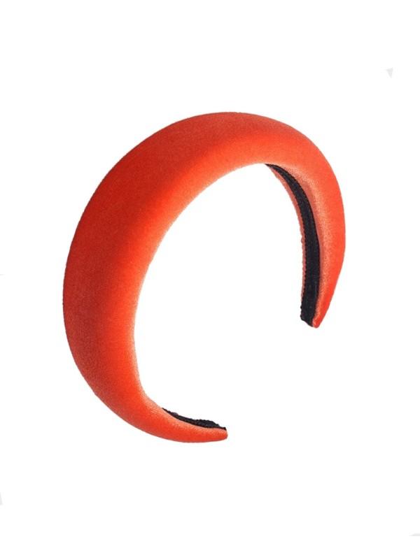 Diadema de terciopelo naranja para invitadas a bodas o eventos de Lauren Lynn London como Pippa Middleton