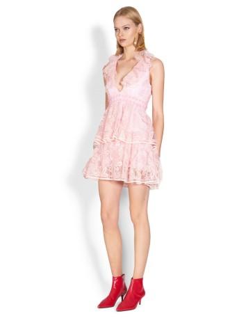 Vestido de fiesta corto rosa con volantes de Nicola Finetti para INVITADISIMA.