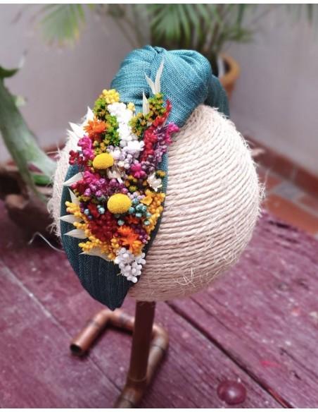 diadema de flores preservadas por cala by lilian