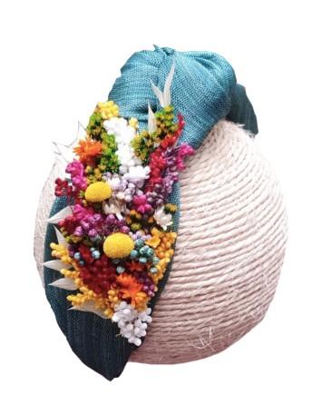 diadema turquesa con flores preservadas